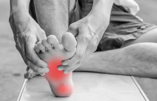 La fascitis plantar puede ocasionar dolor en el talón